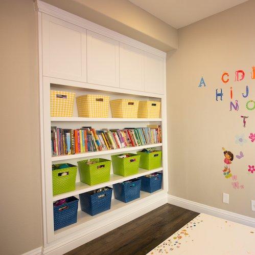 Frameless-White-Organizer-Kids-Room_Cabinets-Lob-AZ6A5936-sm
