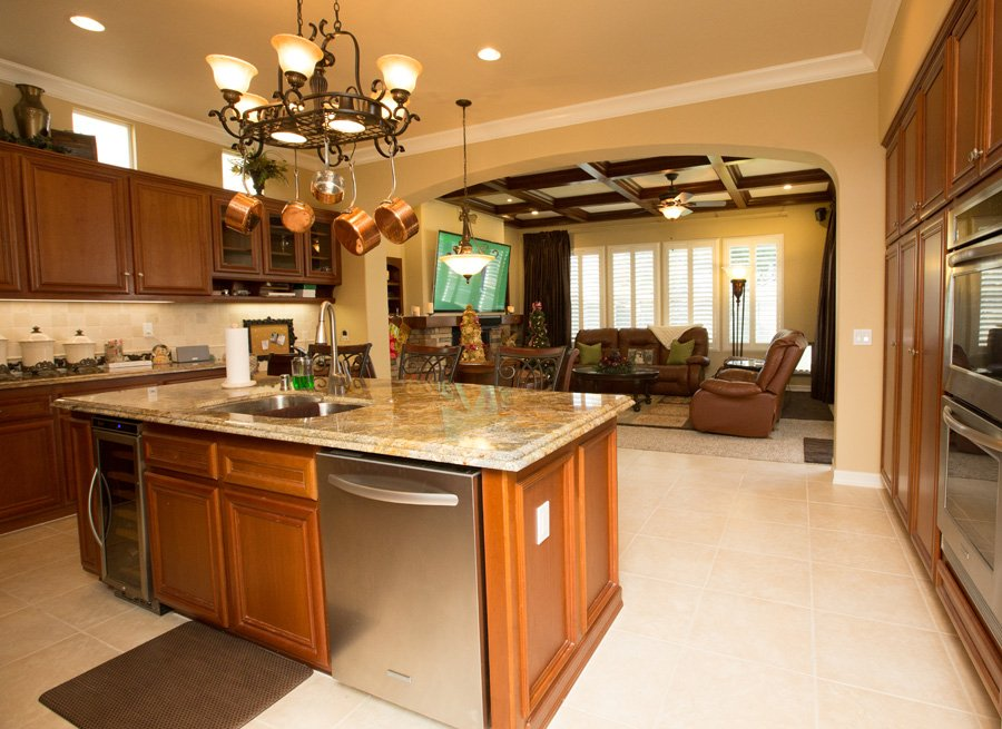Standard-faceframe-custom-cabinets-contemporary-door-style-Trabuco-Canyon