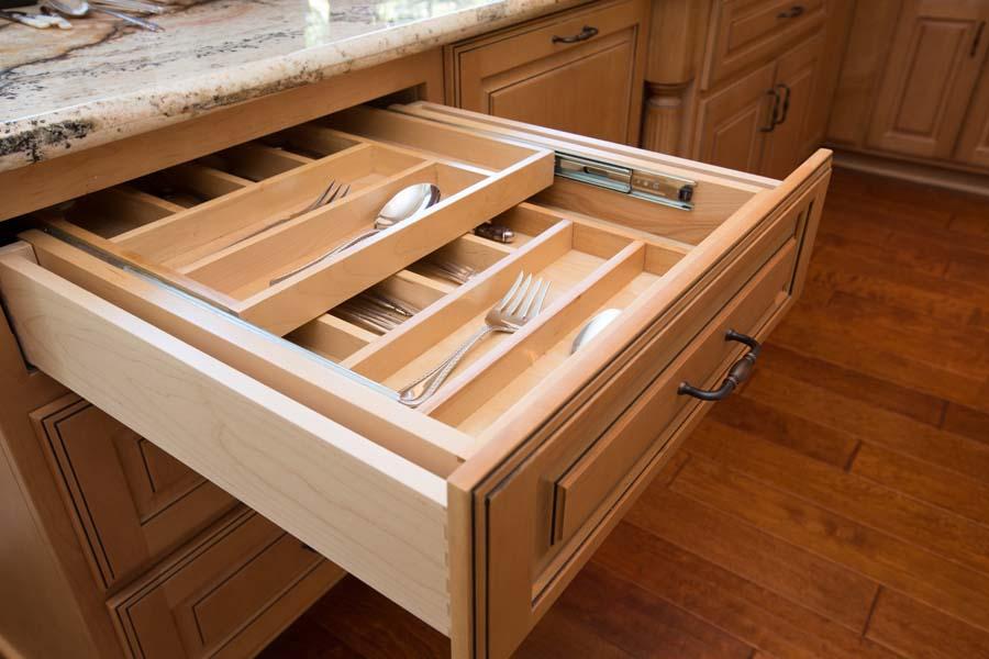 Custom-Standard-Fraceframe-Traditional-Kitchen-Cabinets-gjw