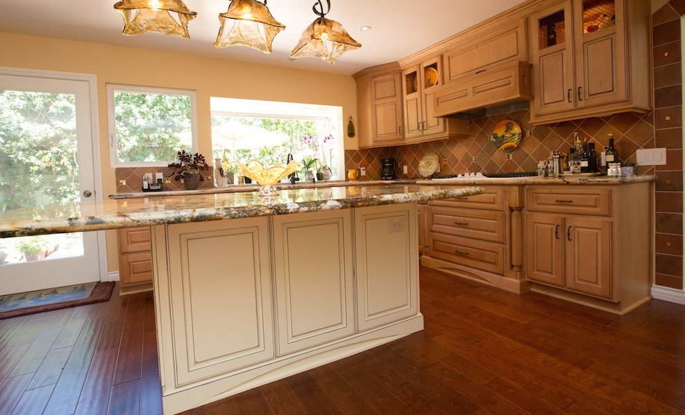 Kitchen-Standard-Faceframe-Traditional-Custom.jpeg