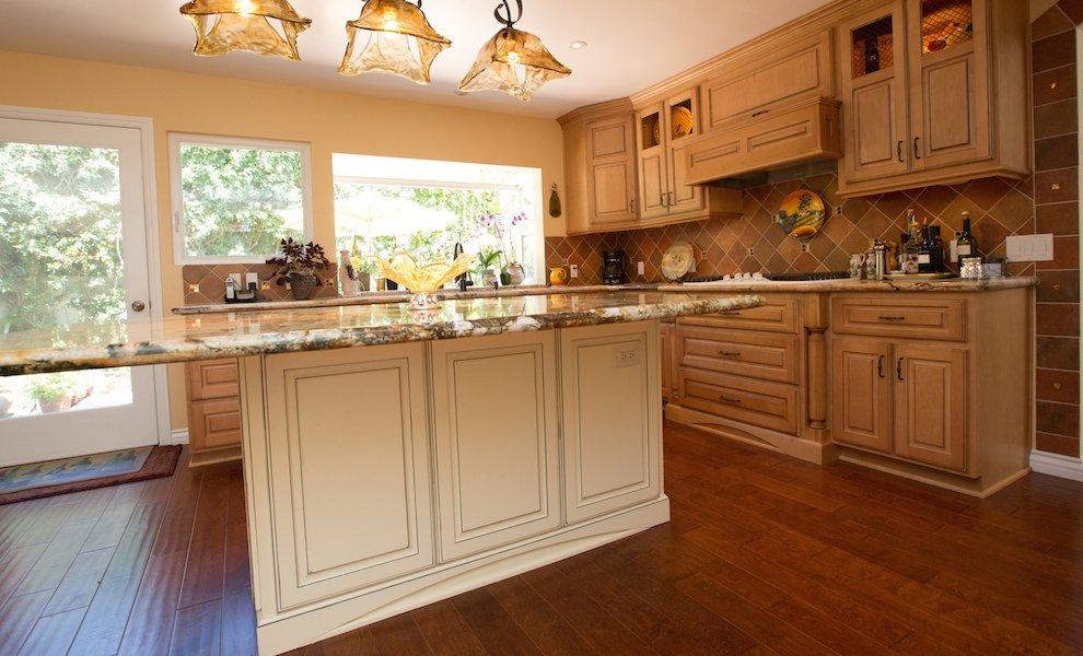 Kitchen-Standard-Faceframe-Traditional-Custom.jpeg